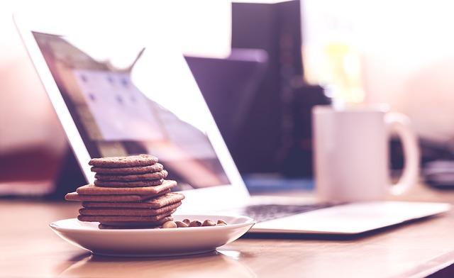 sušenky v kanceláři