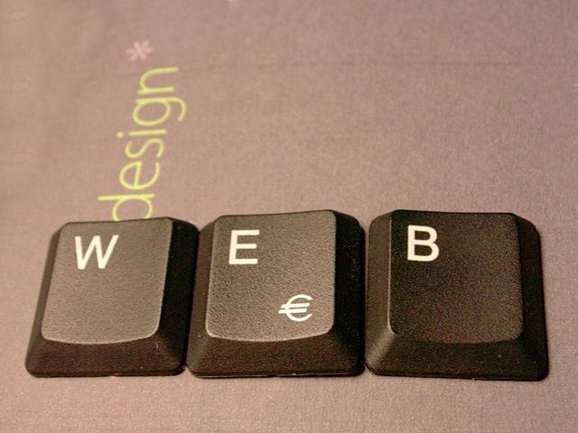 """Nápis """"web"""" vytvorený z počítačovej klávesnice.jpg"""